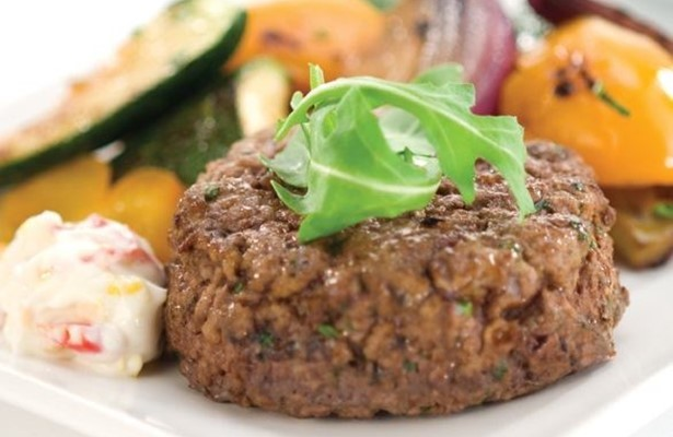 Home-made beef burgers with Mediterranean vegetables